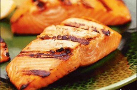 Come cucinare il salmone alla griglia in 4 semplici mosse