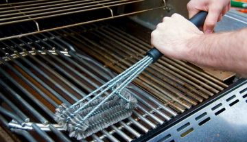 Come pulire il barbecue: gas e carbone