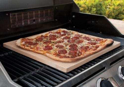 pizza al barbecue a gas con la pietra