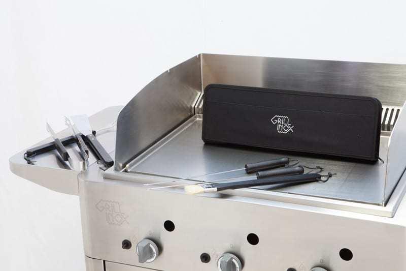 barbecue a gas grill inox con accessori