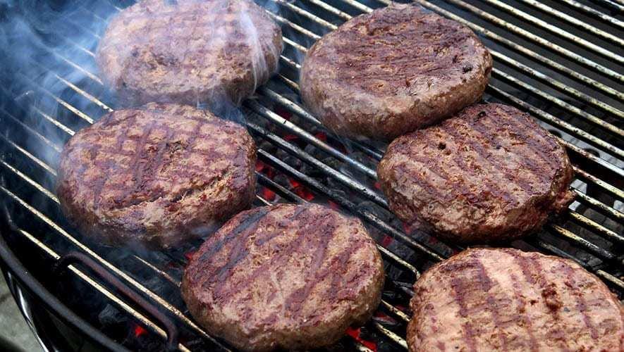 come si cucinano gli hamburger sulla griglia