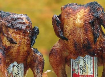 Beer Can Chicken al BBQ: il pollo sulla lattina