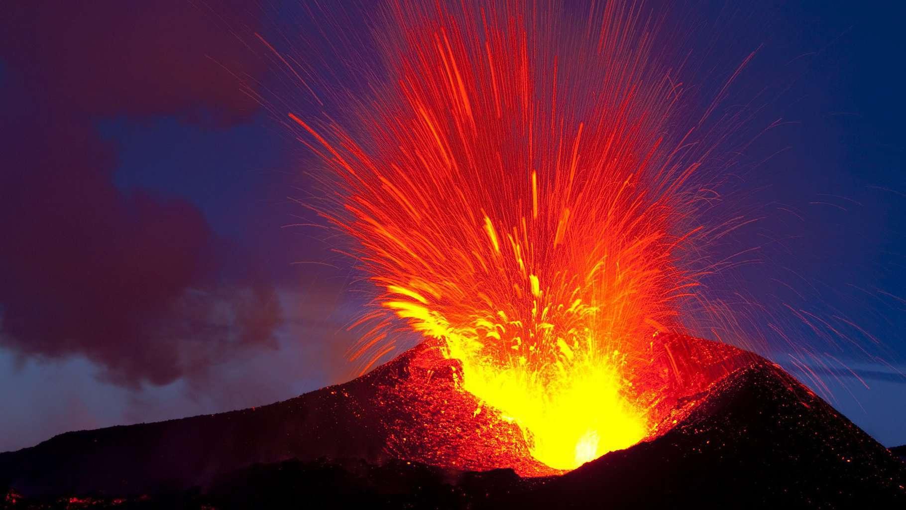 eruzione vulcano - pietra lavica
