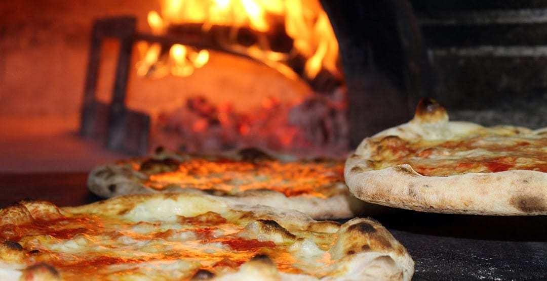 Come usare la pietra refrattaria per una pizza perfetta - Forno con pietra refrattaria ...