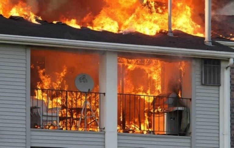 Incendio provocato dal barbecue