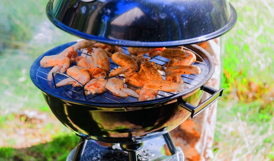 Errori del barbecue: aprire il coperchio in continuo