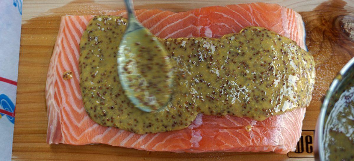 Salmone su placca di cedro marinato alla senape