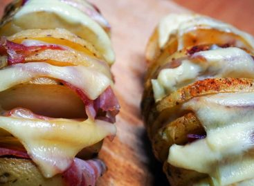 Patate Hasselback bbq, un classico scandinavo… cotto al Barbecue!