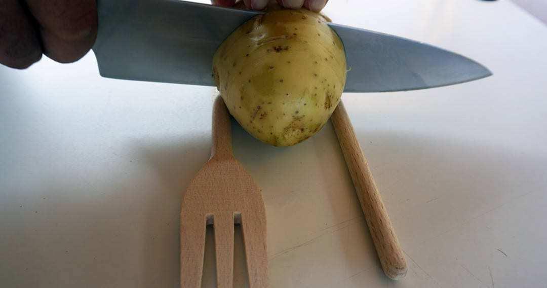 come tagliare le patate Hasselback