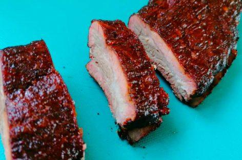 Costine di maiale affumicate con il metodo 3-2-1