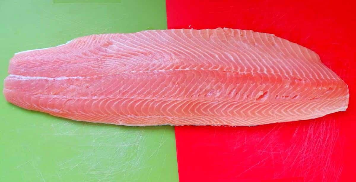 Preparazione salmone affumicato a freddo