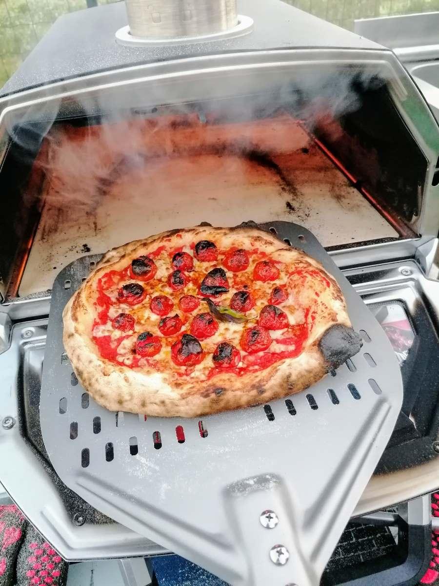 Pizza napoletana su Karu 16