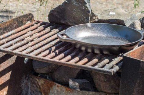 Come pulire la griglia in ghisa, come condizionarla e come eliminare la ruggine